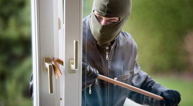 Einbrecher bei Wohnungseinbruch